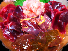 天然の鴨は、濃厚で芳醇な味を醸し出します。 キッチリと処理され、臭みを出さないことで、更に味を引き立たせます。 養殖とは、味も大きさも異なる天然の鴨をぜひご賞味下さい。